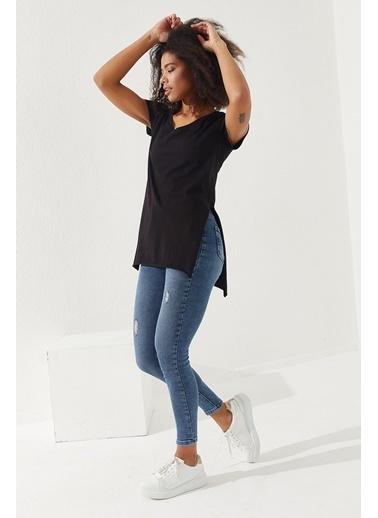 Reyon REYON Kadın Yırtmaçlı V Yaka T-Shirt Siyah Siyah